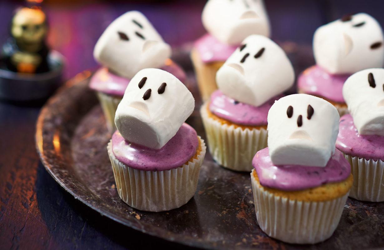Spooky-blackberry-cupcakes-LGH-cfc24055-df8b-43b4-9b21-3bf9ed579c2e-0-1400x919
